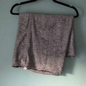 Lululemon vinyasa scarf. Black and white